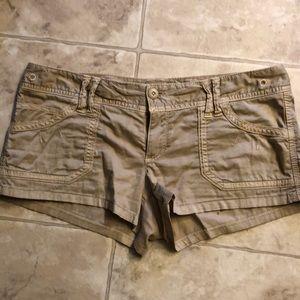 Tan American eagle shorts 🦅